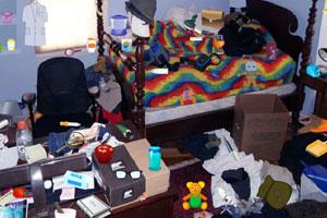 《脏乱的卧室找东西》游戏画面1
