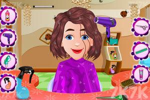 《宝贝丽丝一家新发型》游戏画面1