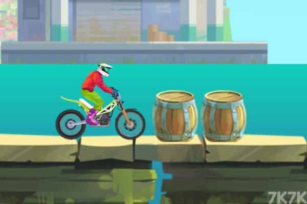 《特技摩托大赛2》游戏画面4