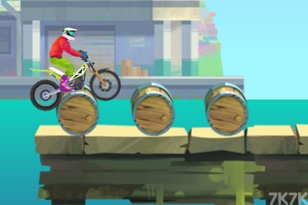 《特技摩托大赛2》游戏画面3