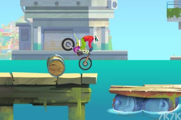 《特技摩托大赛2》游戏画面1